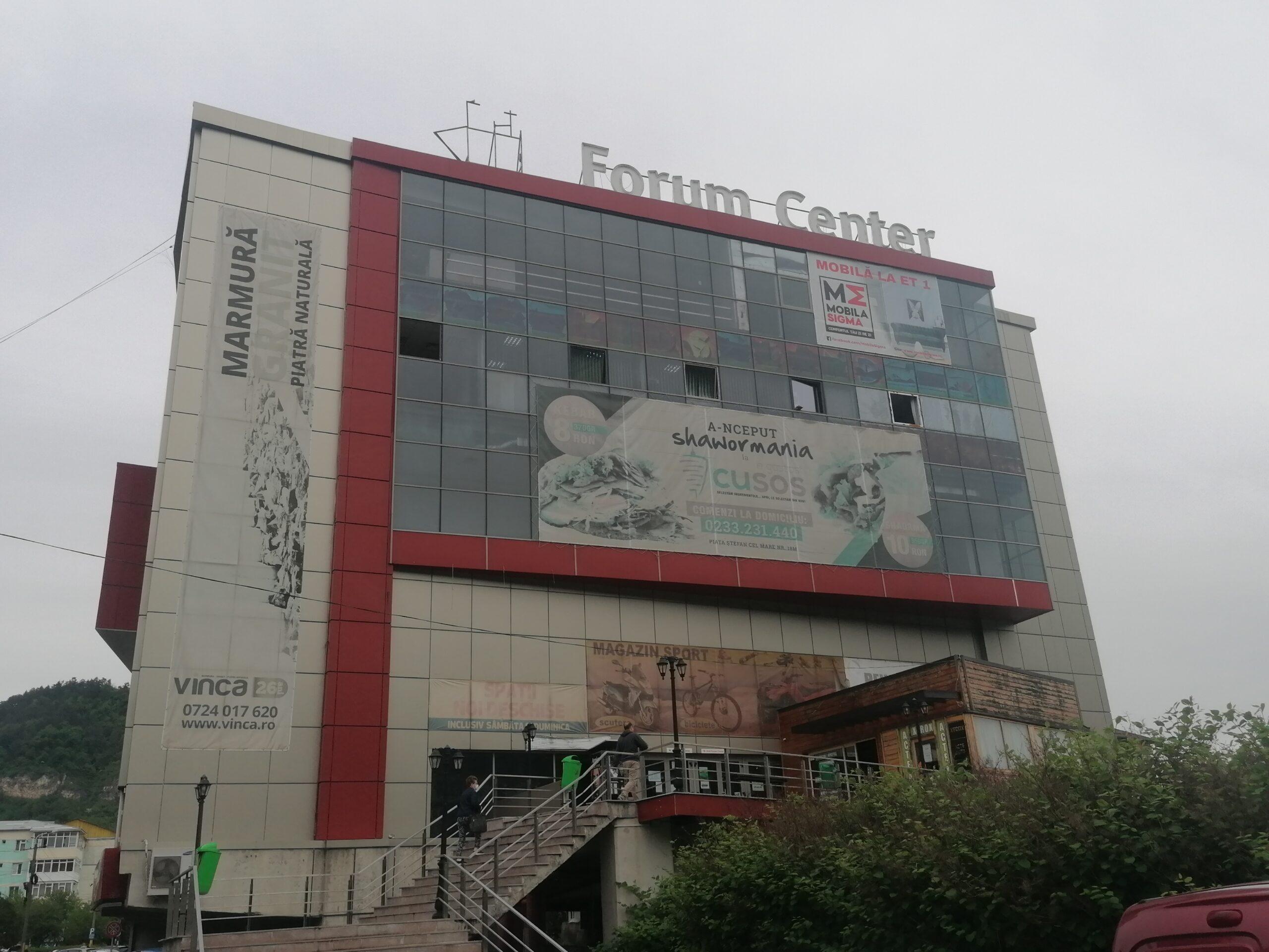 Mentenanţă în fals plătită pe bani grei pentru scările rulante blocate de la mall-ul Primăriei Piatra-Neamţ