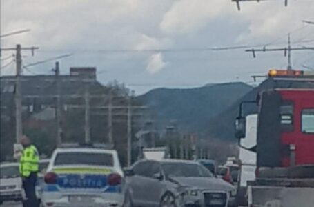 Accident rutier la Dumbrava Roşie. Două persoane au fost rănite. (foto)