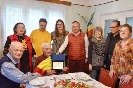 Veteran de război, premiat și felicitat de primarul Harpa cu prilejul împlinirii a 100 ani