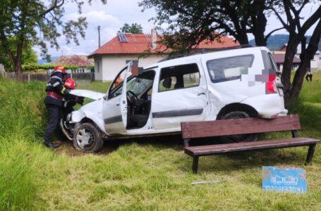 Mașină răsturnată în curtea unei grădinițe Piatra-Neamț