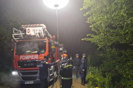 Patru familii din Piatra Șoimului sunt izolate după ce un podeț a fost luate de ape