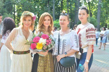 """""""Cu mândrie, poartă IE"""" – o manifestare organizată excepţional de Oana Bulai (foto-galerie)"""