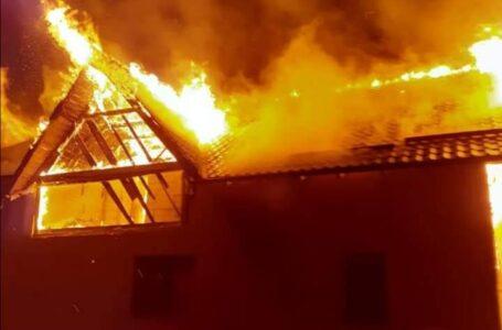 A fost prins incendiatorul din Bodeşti. A dat foc la 2 case.