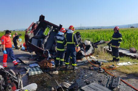 Drumul european E85 blocat la Bacău de un accident cu 7 morţi (foto-galerie)