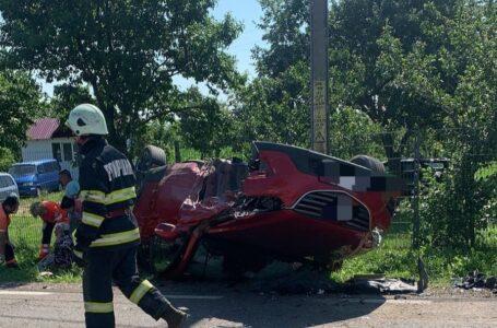 Accident pe DN 15C, la Agapia, cu 2 maşini în care se aflau 6 persoane. O maşină s-a răsturnat.