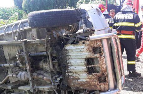 Un şofer beat s-a răsturnat cu maşina pe E85, în Neamţ