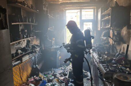 Incendiu într-un apartament din Piatra-Neamţ. Proprietarul a suferit arsuri.