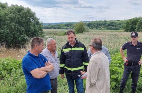 """""""Oamenii – prima grijă a noastră!"""". Prefectul George Lazăr, prezent în zonele inundate din Neamţ"""