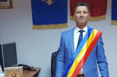 Mai mare ruşinea! Primar din Neamţ, condamnat pentru contrabandă cu ţigări. Prefectul îl va demite.