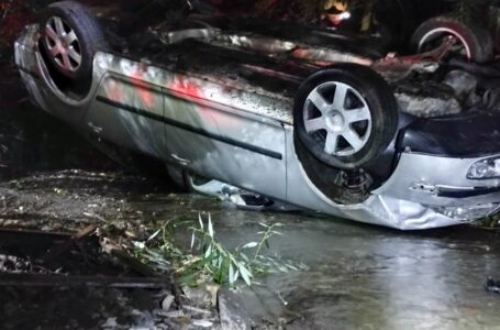 Maşină răsturnată într-un pârâu, la Bălţăteşti