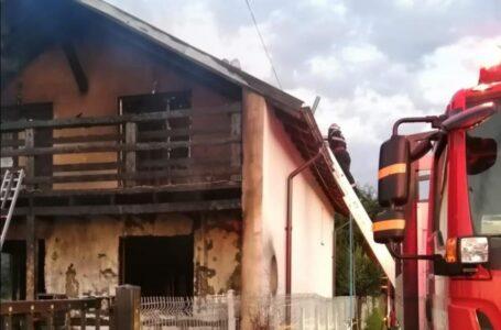 O casă din Piatra-Neamţ a fost distrusă de un incendiu