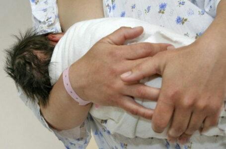 O femeie din Neamţ, RECORD de copii şi cezariene la doar 25 ani: 6! Pe primul l-a născut la 15 ani.