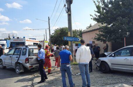 ALERTĂ Accident rutier cu 3 maşini la Dumbrava Roşie. Patru persoane au fost rănite.