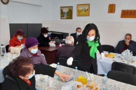 """Florentina Moise a oferit medicamente pensionarilor: """"Ce poate face un pensionar cu majorarea de 11 lei? Aproape nimic…"""""""